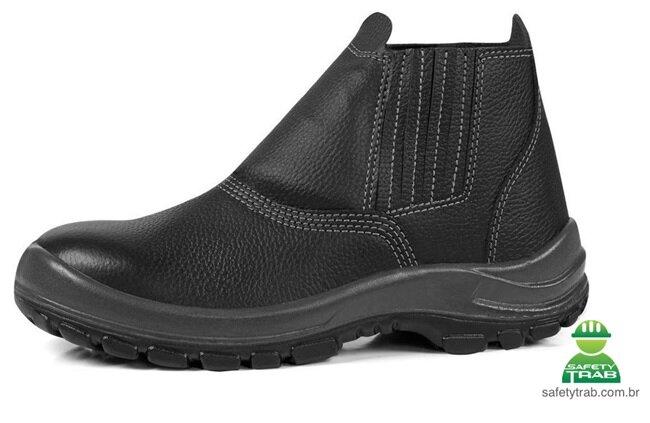 Entenda a importância da biqueira de aço em botas de EPI